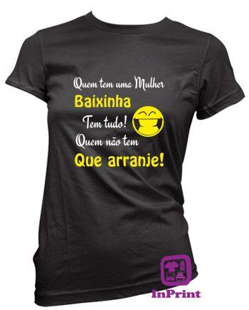 Quem-tem-a-mulher-baixinha-estampagem-aveiro-Coimbra-Anadia-roupa-HOODIE-sweatshirt-casaco-inprint-comprar-online-personalizado-bordado-prenda-oferecer-T-Shirt-FeMale