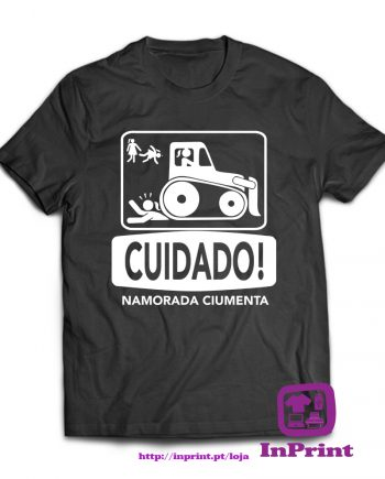 CUIDADO-NAMORADA-CIUMENTA-estampagem-aveiro-Coimbra-Anadia-roupa-HOODIE-sweatshirt-casaco-inprint-comprar-online-personalizado-bordado-prenda-oferecer-T-Shirt-Male